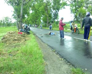 Kecelakaan Sepeda Motor di Sekelip Ponorogo. foto: r2b.com