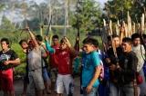 Foto Suku Indian Amazon memerangi PembalakanLiar