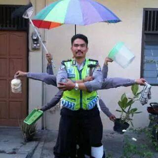 Kumpulan Foto Lucu Aparat Polisi Lalu Lintas