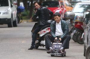 perbandingan mobil Xu dan Sepeda motor