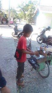Wisnu, Bocah Penjual Sate asal Brebes. Foto: ICJ